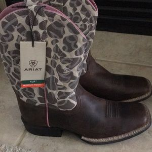 Ariat girls boots NWT size 3